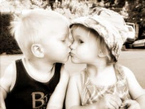 sweet-kids-kiss-image