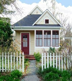 WAHM-Revolution-house-picket-fence-image